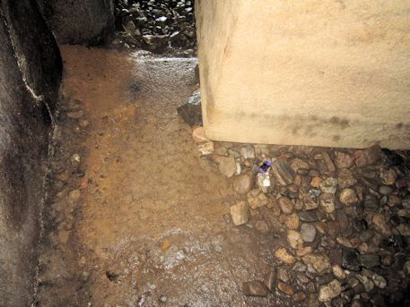 西宮古墳の床面
