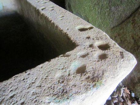 竜山石の石棺