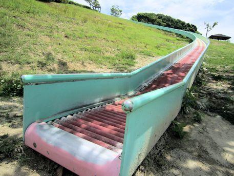 平群中央公園の滑り台