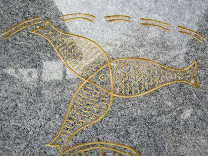 安倍文殊院仏足石の魚
