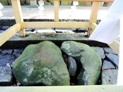 水谷神社の子授石