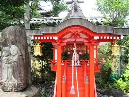 比売神社の祠