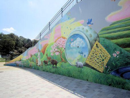 龍の広場の壁画