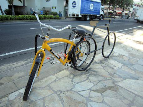 カラカウア通りの自転車置場