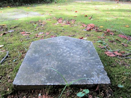 中尾山古墳の結界石