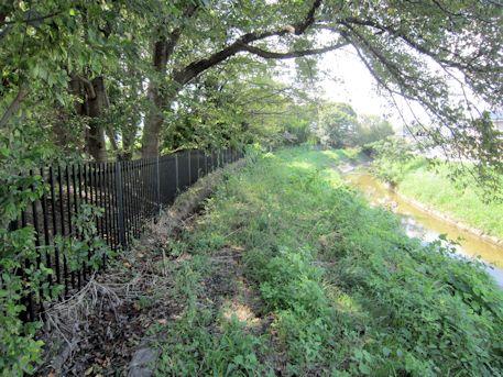 益田池児童公園と高取川