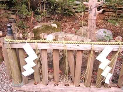 弁慶力釘と紙垂