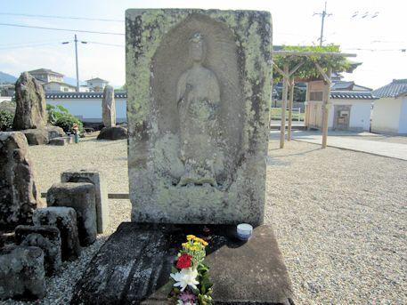 専行院の阿弥陀石棺仏