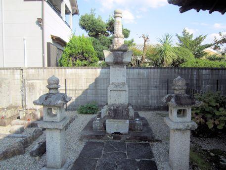 専行院織田家歴代藩主墓所