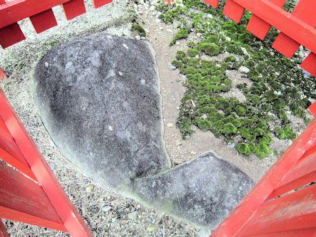 小夫天神社の烏帽子石