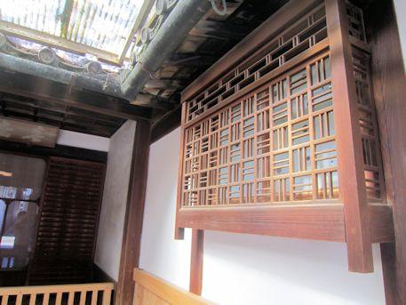 石川医院の格子出窓