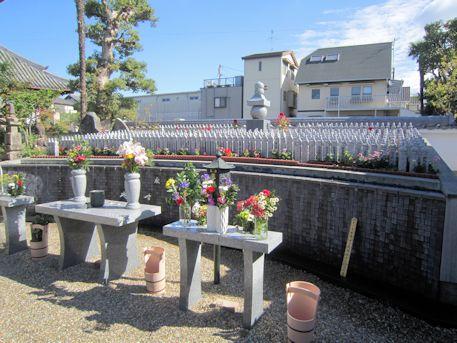 十輪院墓標