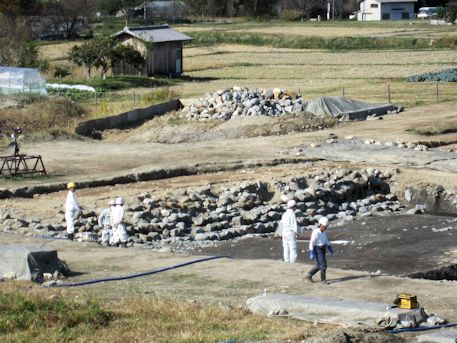 飛鳥京跡苑池休憩舎の北池発掘調査