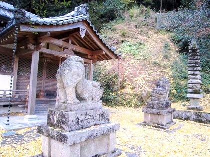 素盞雄神社の十三重石塔
