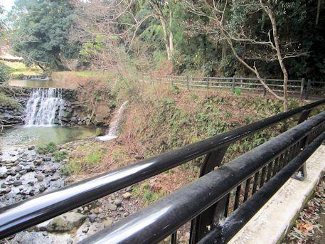玉藻橋近くの滝
