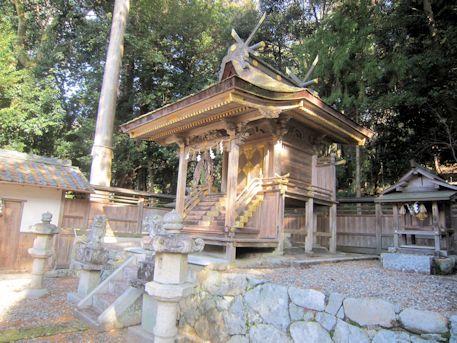 甲神社本殿
