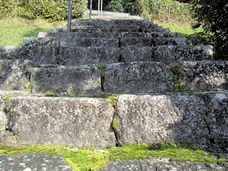 坂合黒彦皇子墓の石段
