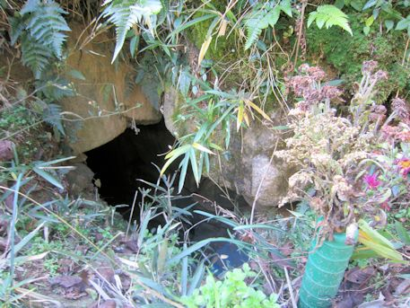保久良古墳の玄室開口部