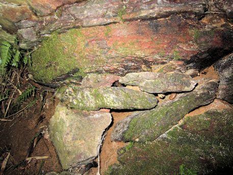 槇ヶ峯古墳の緑泥片岩