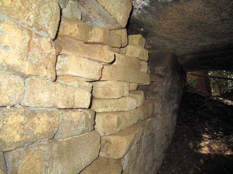 花山東塚古墳の玄室側壁