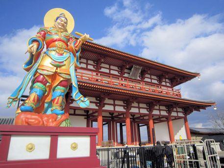 四天王の広目天像