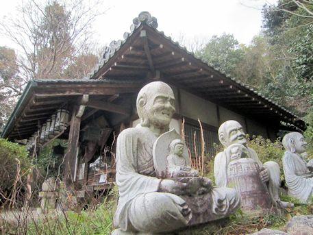 十六羅漢像と不動堂