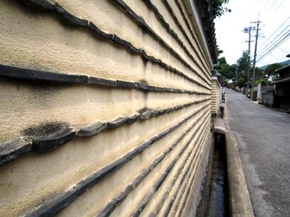 高畑町の土塀