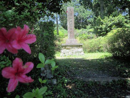 鳥見山中霊畤跡の石碑