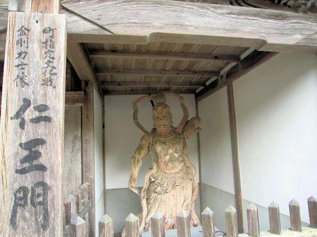 泉徳寺仁王門の金剛力士像