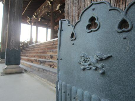 箸尾御坊本堂の猪目意匠