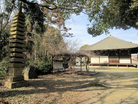 大福寺十三重石塔