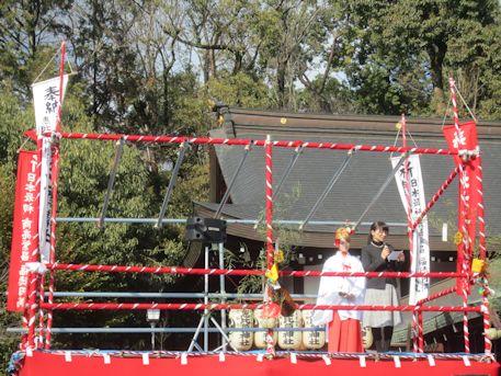 三輪坐恵比須神社拝殿と特設舞台
