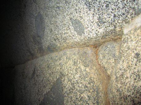 岩屋山古墳の玄室側壁