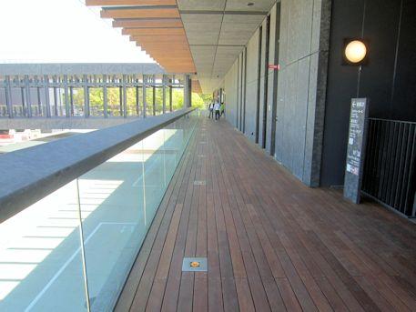 奈良公園バスターミナルの廊下