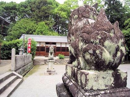 長尾神社絵馬殿と狛犬