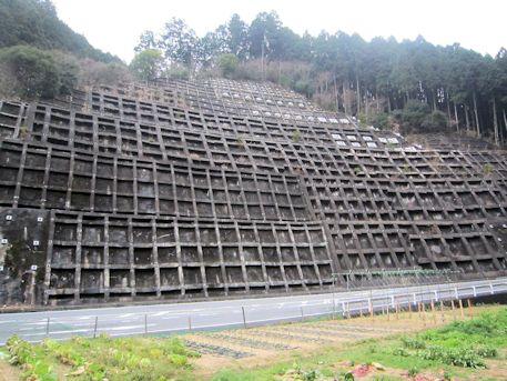 土砂崩れ防護壁