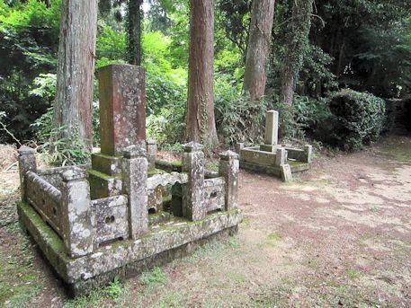 多田来迎寺の墓石