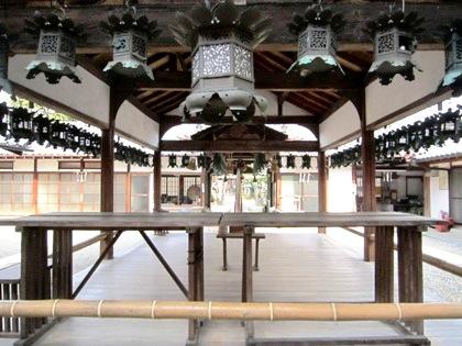 奈良豆比古神社の舞殿