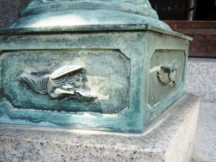 長弓寺円生院の灯籠