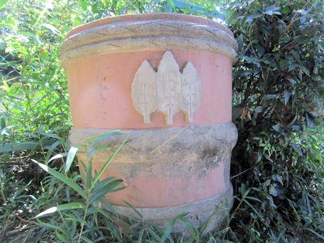 大神神社御神紋の樽