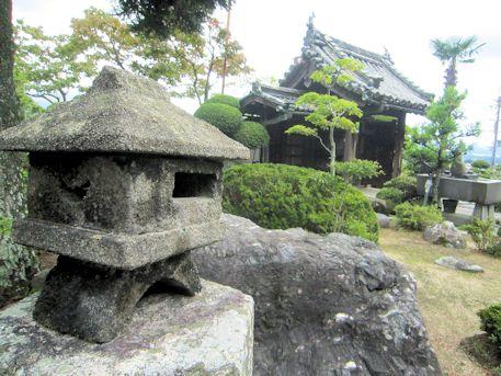 浄願寺石灯籠