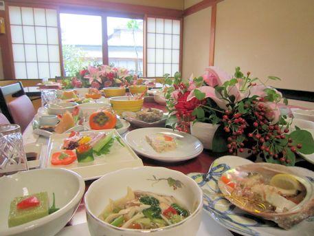 テーブル装花と婚礼料理