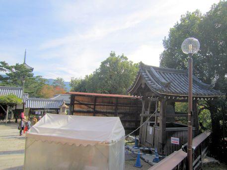 興福寺南円堂の鐘楼